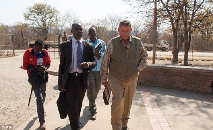 Theo Bronkhorst, cazador profesional, a su llegada a los tribunales. / AFP