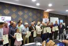 Los cazadores autonómicos de 2016 con sus diplomas y miembros de la Junta Directiva de la Federación de Caza