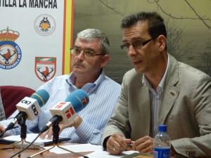 De izquierda a derecha: Juan de Dios García, presidente de la FCCM y Luis Fernando Villanueva, presidente de APROCA, en una foto de archivo.