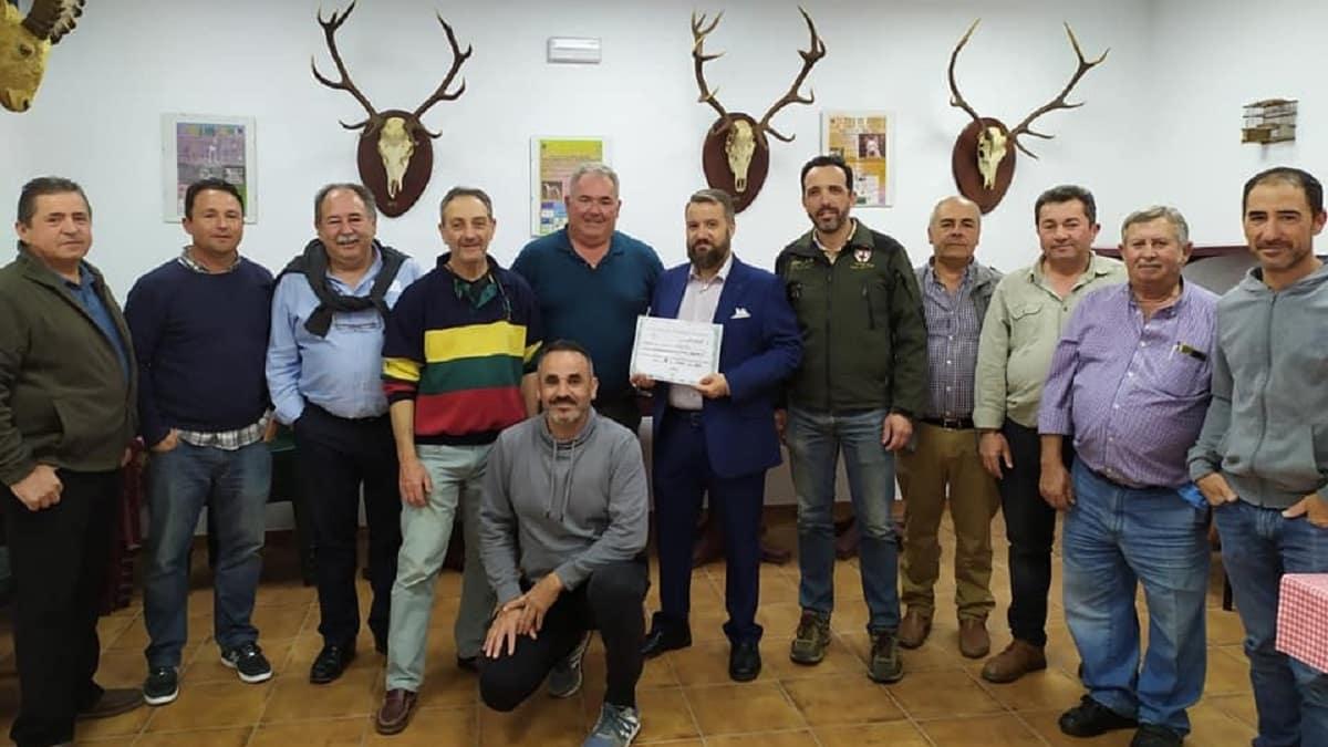 Cazadores andaluces donan 4.330 euros a personas con discapacidad