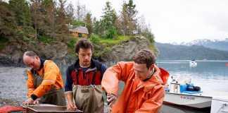 Mark Zuckerberg preparando pescado
