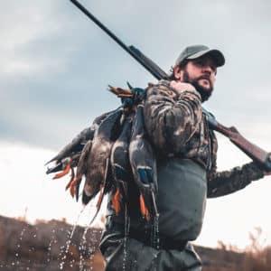 Cinco escopetas semiautomáticas de camuflaje ideales para cazar acuáticas