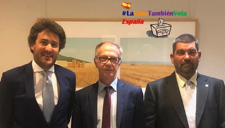La RFEC presenta #LaCazaTambiénVotaEspaña al Ministro socialista de Cultura y Deporte