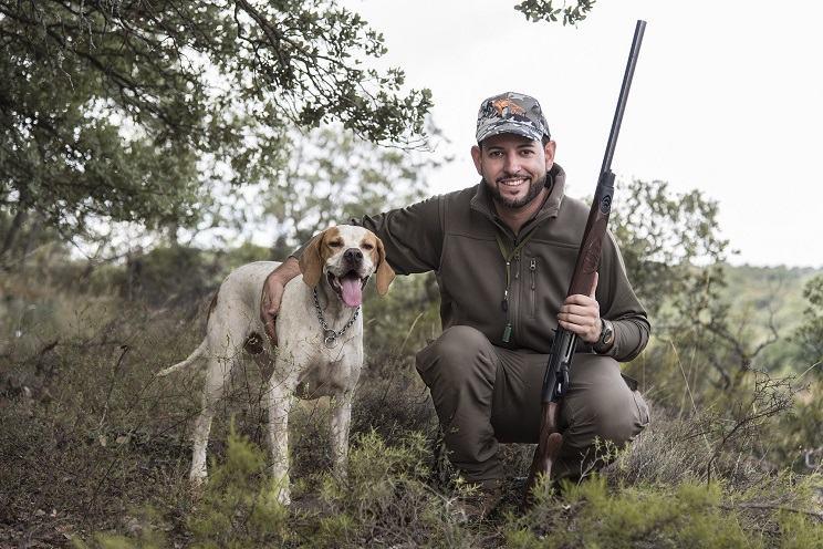 Perro y cazador