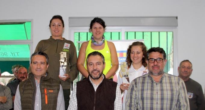 Podium de mujeres participantes en el campeonato.