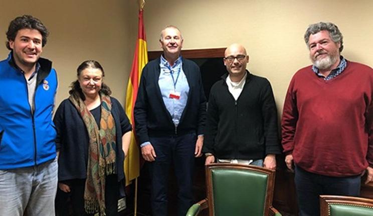 La Real Federación Española de Caza y Unidos podemos durante la reunión / Fotografía: RFEC