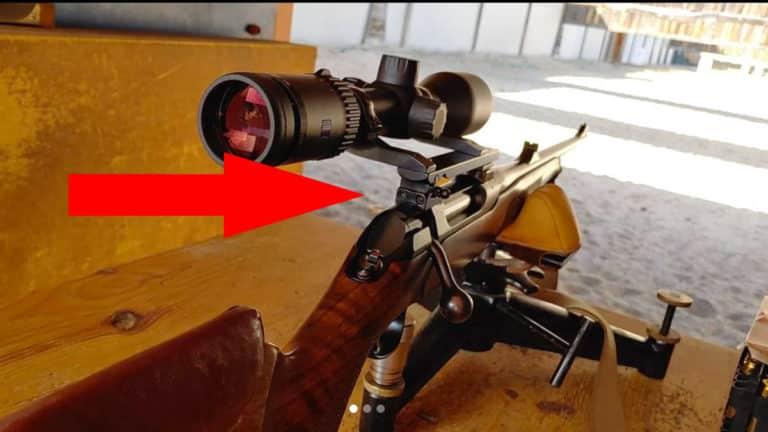 El rifle de un cazador diestro que solo puede apuntar con el ojo izquierdo