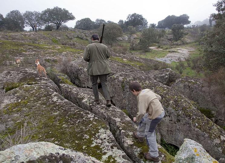 ¿Ha prohibido la Junta de Andalucía llevar a los niños de caza?