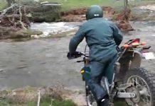 SEPRONA cayendo a un rio