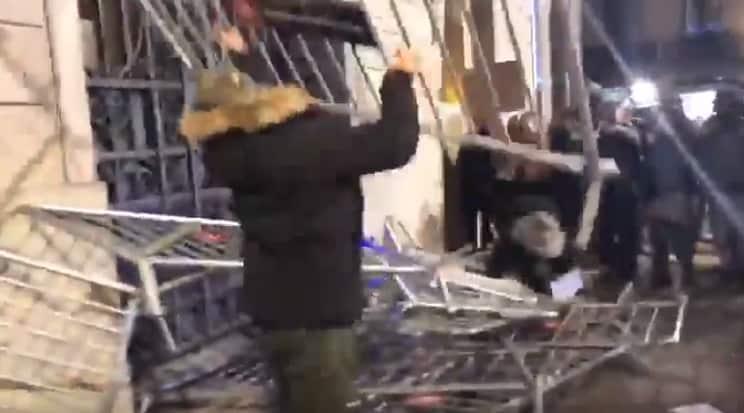 Animalistas acorralan a la Policía en una manifestación del PACMA en Barcelona