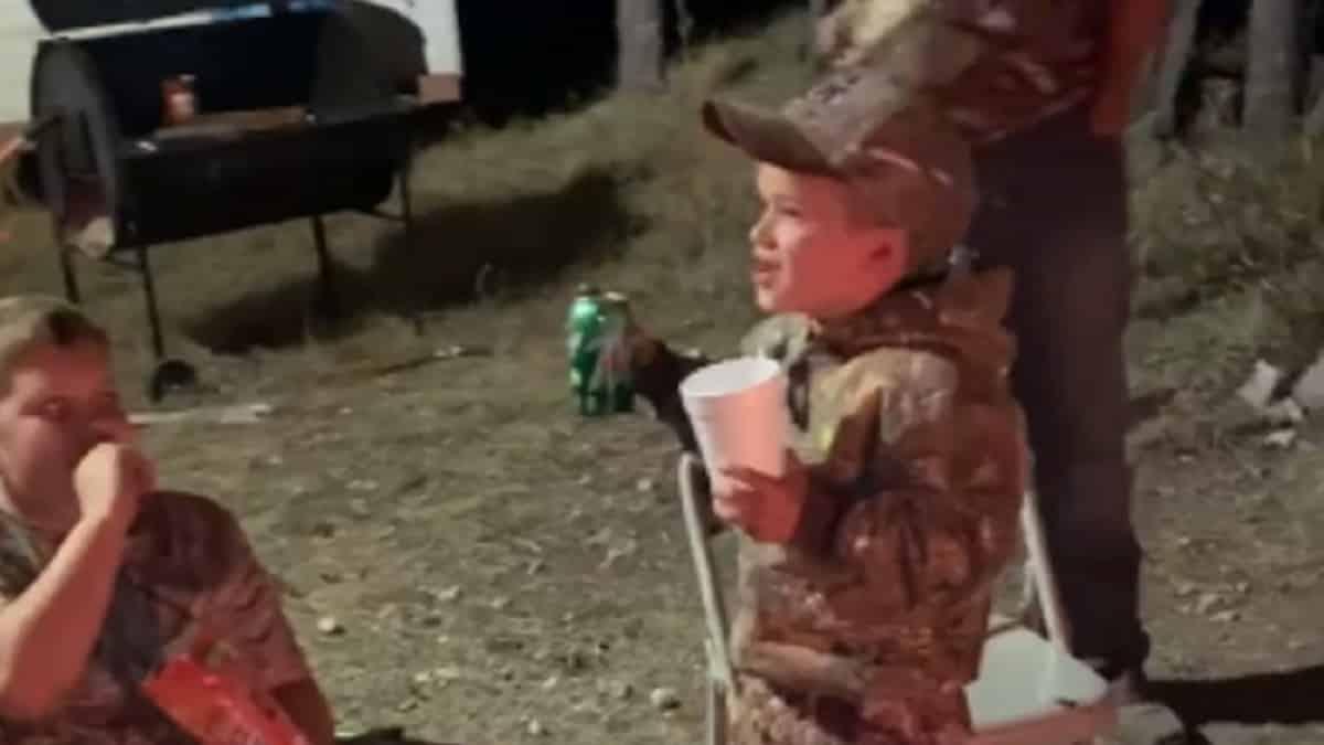 Un niño de 7 años: «No quiero casarme por si mi mujer me dice que no puedo ir de caza»