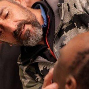 El cirujano (y cazador) Pedro Cavadas extirpa un gigantesco tumor a un niño