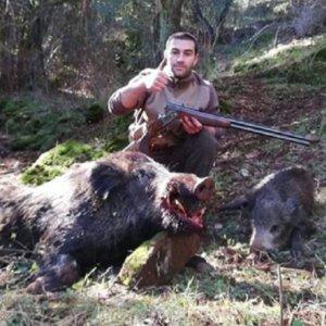Caza un gran jabalí en mano y con escopeta en la Sierra de Huelva