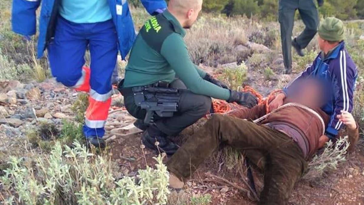 Rescatan a un cazador tras caer a un pozo de 20 metros en Almería