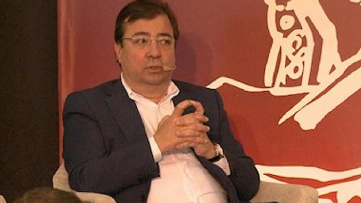 Fernández Vara planta cara a la Dirección General de Derechos Animales