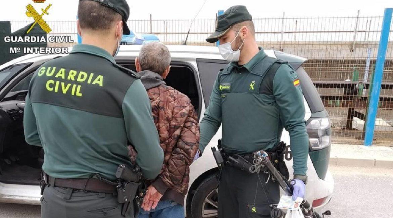 Detienen a un hombre por saltarse cuatro veces el confinamiento para ir a pescar en Alicante