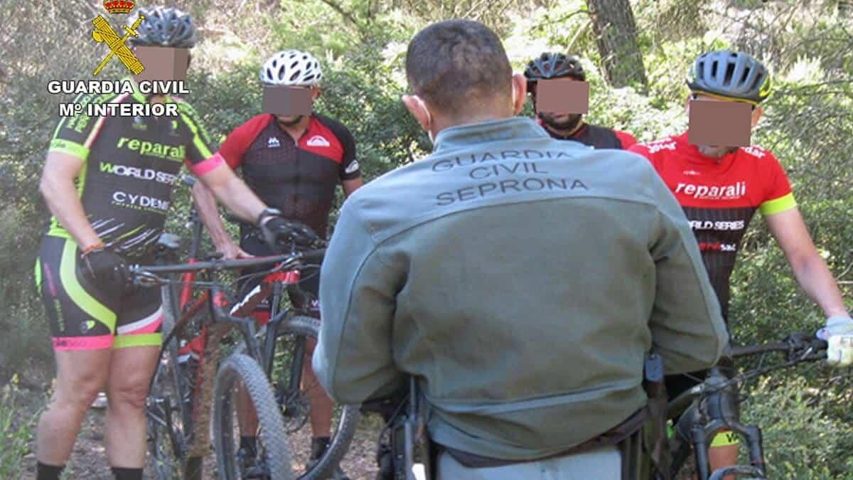 El Seprona denuncia a ocho ciclistas por circular por caminos no autorizados en un coto de caza