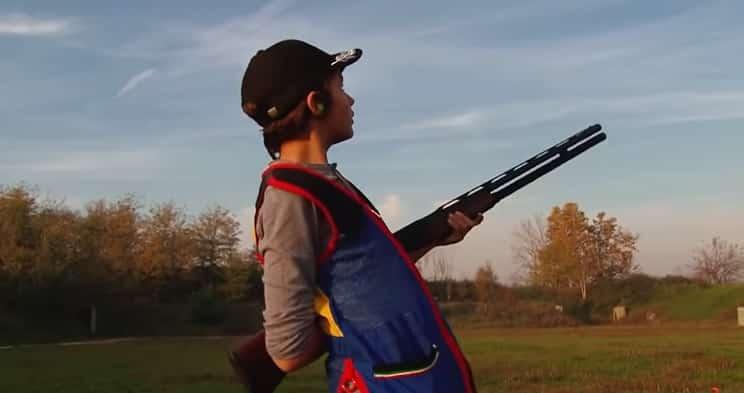 niño dispara