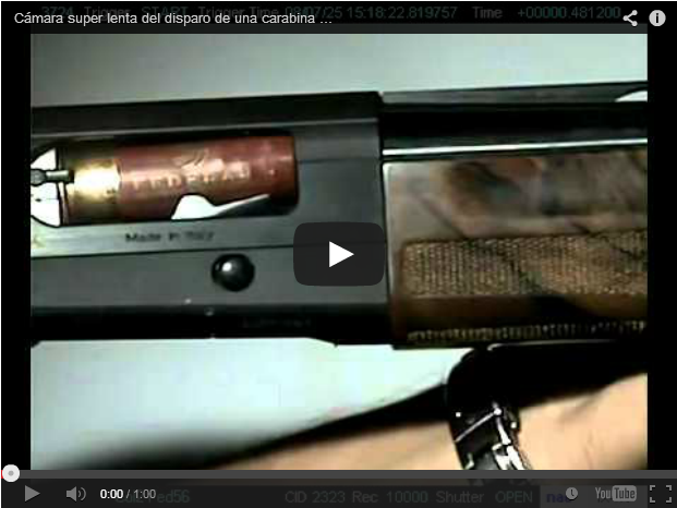 Cerrojo de escopeta semiautomática a cámara super lenta.