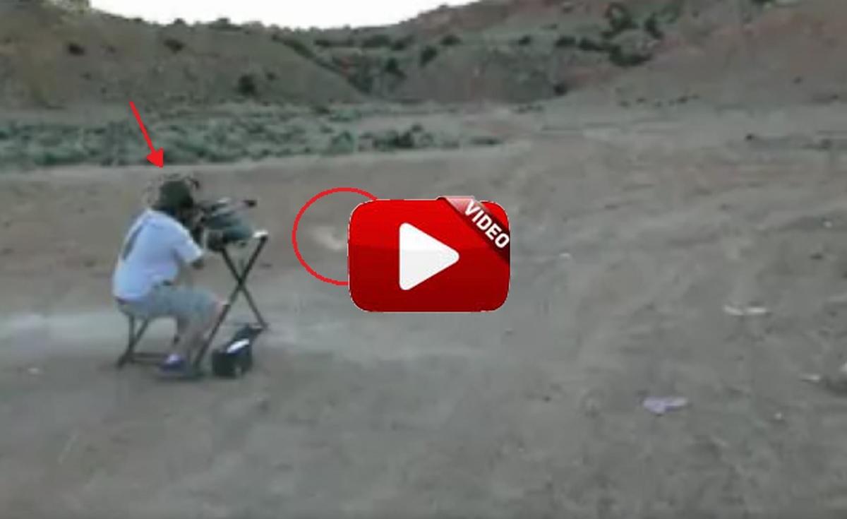 Dispara a una placa metálica con su rifle y el rebote impacta en su cabeza