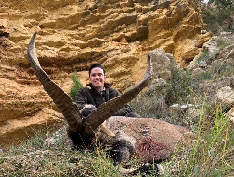 Tres amigos cazan tres machos monteses en una exitosa mañana en Teruel