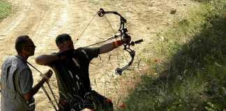 Un arquero durante un campenato de la Federación Madrileña de Caza