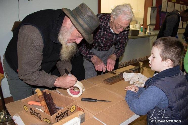 un-colegio-ensena-a-los-ninos-a-despiezar-piezas-de-caza-y-preparar-su-carne21