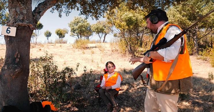 Mutuasport lanza un vídeo protagonizado por una niña para recordar las normas de seguridad en la caza mayor