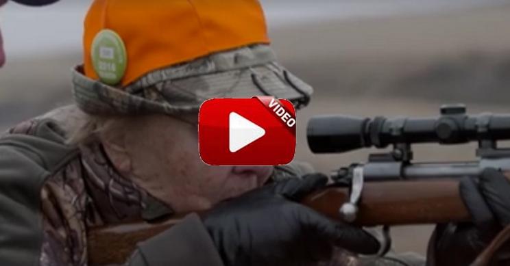 Así reaccionó esta cazadora cuando cazó su primer ciervo a los 86 años
