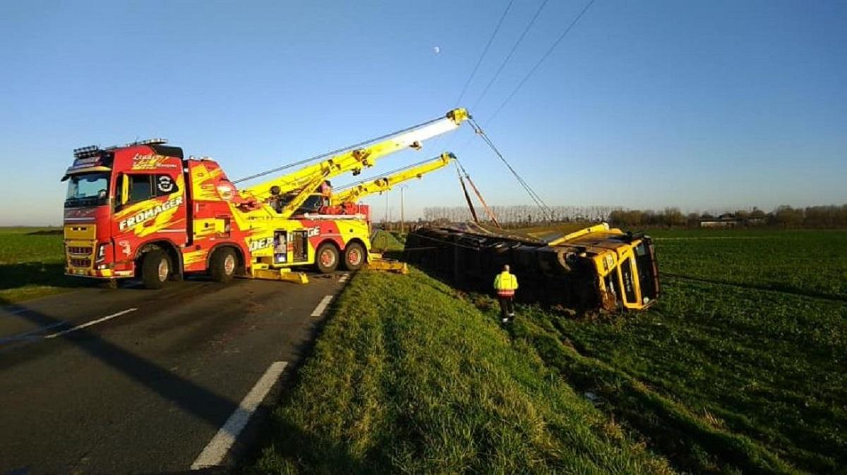 Un conductor, grave tras estrellarse de frente contra un camión al esquivar a un jabalí