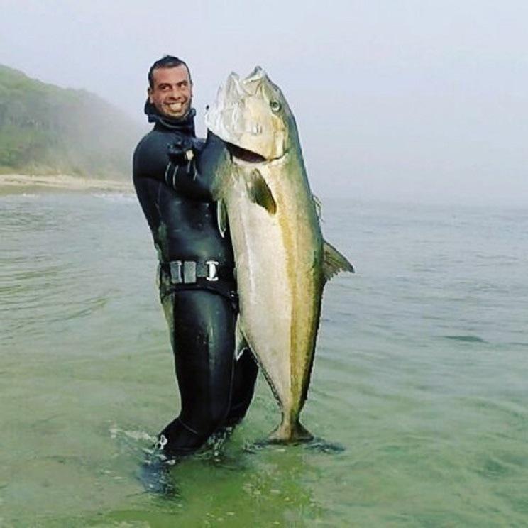 Daniel Acedo, el joven fallecido, junto a un limón capturado por él. / Facebook