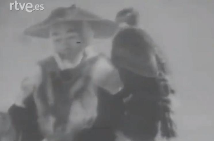 Este antiguo documental recoge el adiestramiento de una rapaz por un cetrero japonés