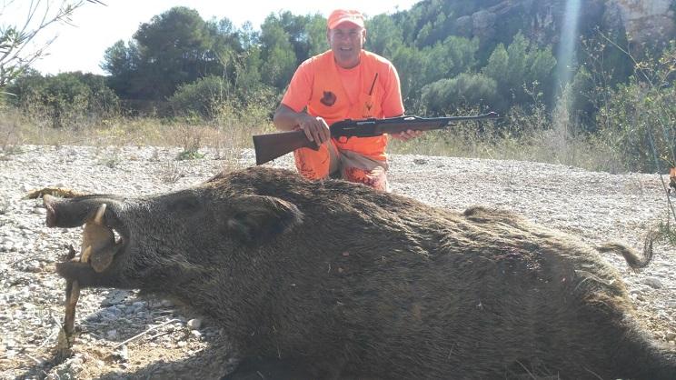 Cazan al jabalí de 151 kilos y 23 centímetros de colmillo que les plantó cara