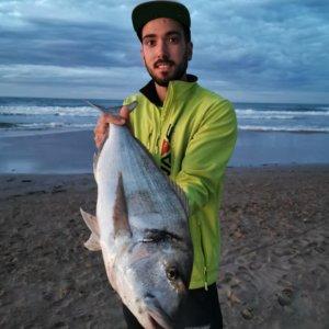 Pesca una enorme dorada de más de 3 kilos en Valencia