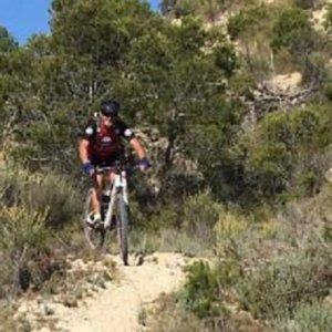 El Seprona empieza a multar a ciclistas que se internan en el monte en Alicante