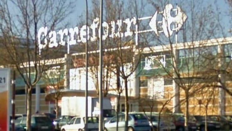 Detienen a un joven que accedió con una escopeta a Carrefour