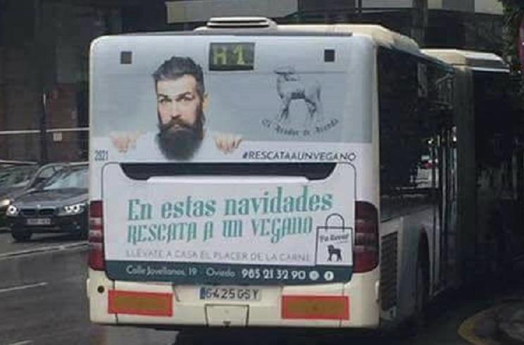 Un asador asturiano indigna a los veganos con su publicidad