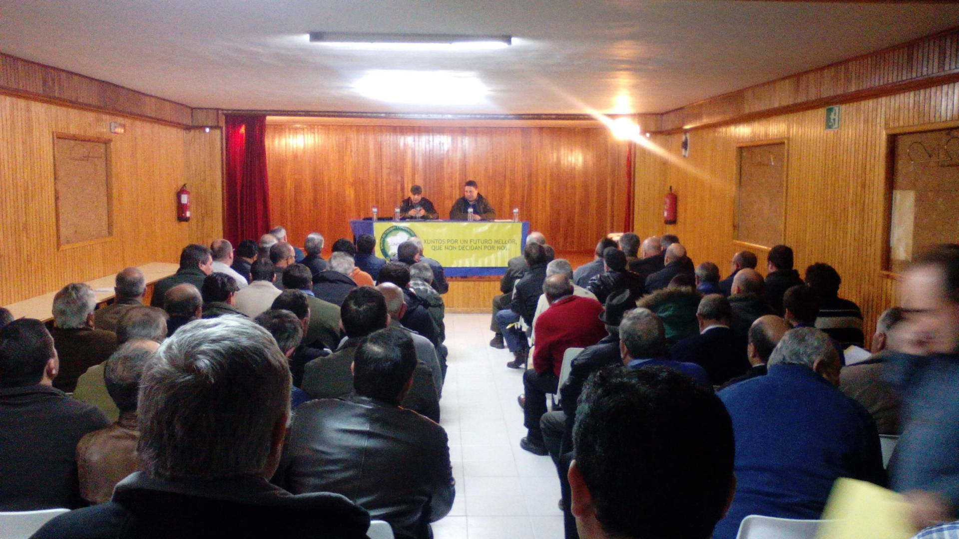 Afluencia masiva a la asamblea de UNITEGA 2015: Protesta por la intención de vedar la caza de las corzas en Galicia para la temporada 2015/16
