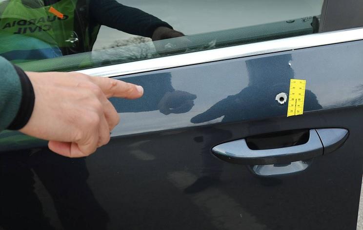 Un conductor es alcanzado por una bala perdida en Cantabria