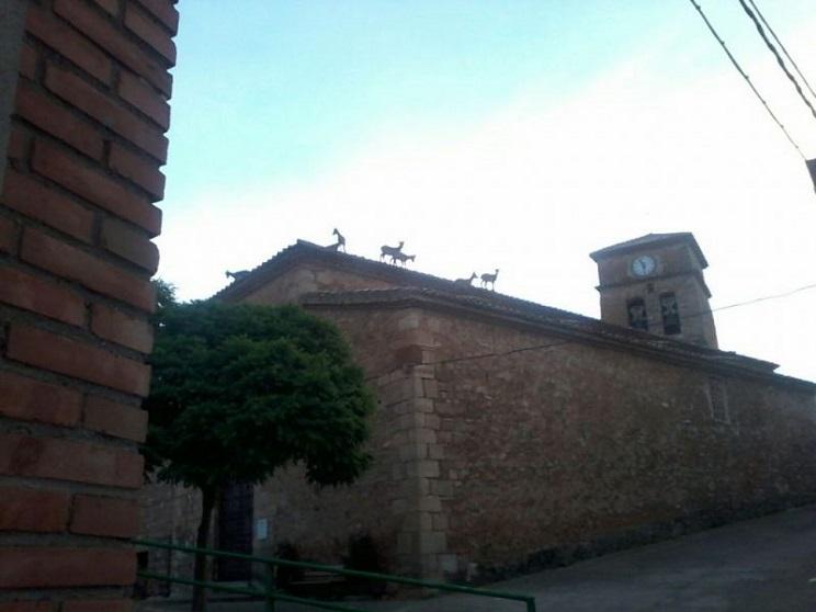 Lo tejados de este municipio amenazados por la cabra montés