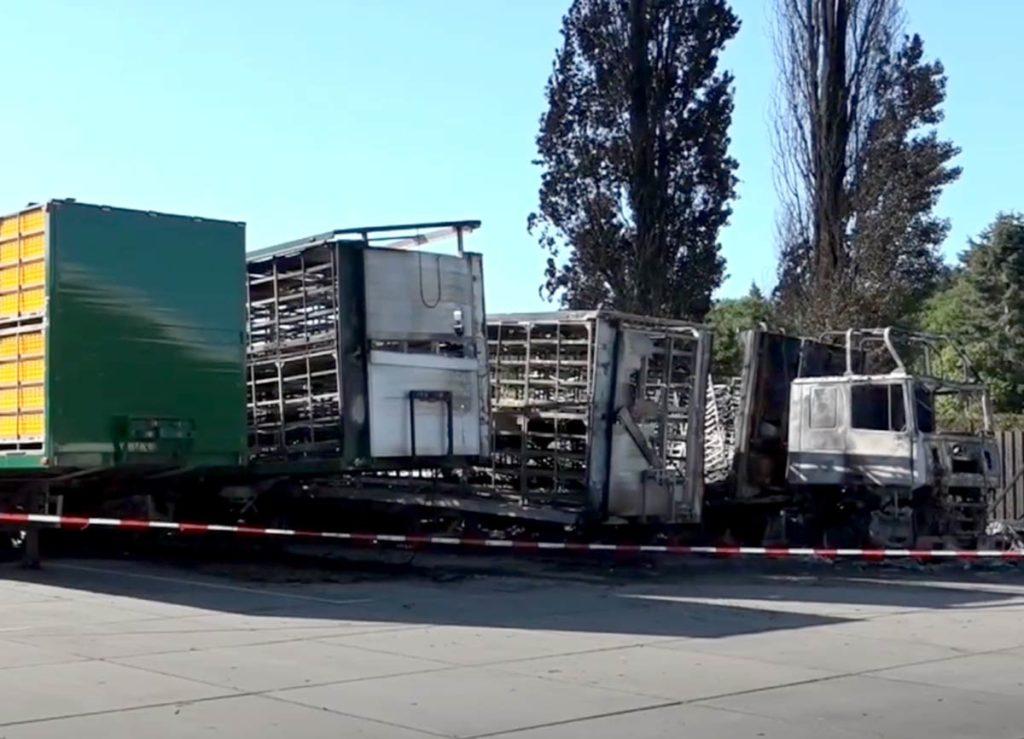 Estado en el que quedaron los camiones tras el incendio