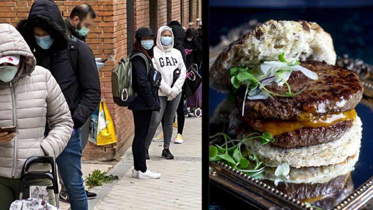 Una cola para recoger comida junto a una hamburguesa de muflón. ©Archivo