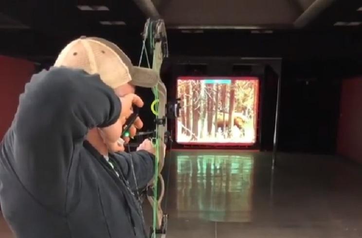 Este simulador de caza permite disparar con tu arco