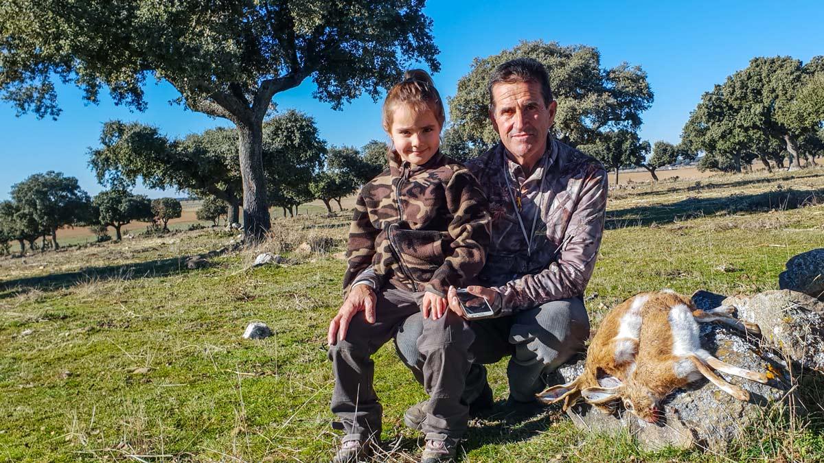 La caza es una actividad que se suele transmitir de generación en generación. ©Israel Hernández