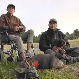 Le diagnostican ELA, tiene que dejar la caza y sortea su rifle para investigar la enfermedad
