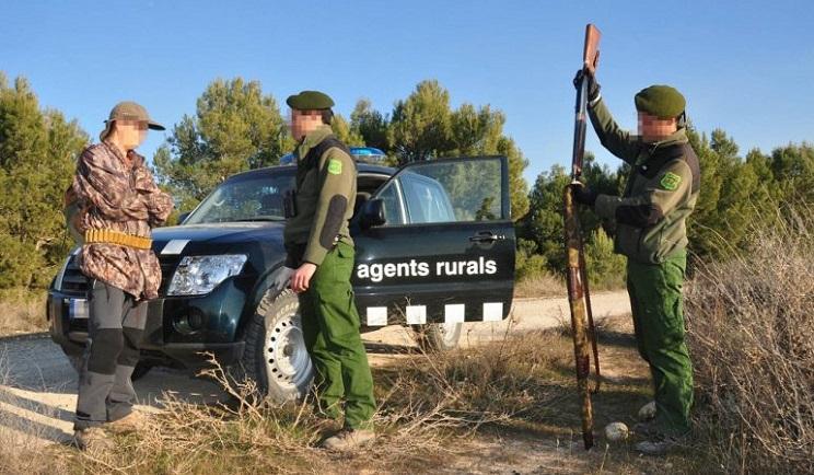 La ONC pide al El País una rectificación por ilustrar con un cazador la amenaza a unos agentes rurales