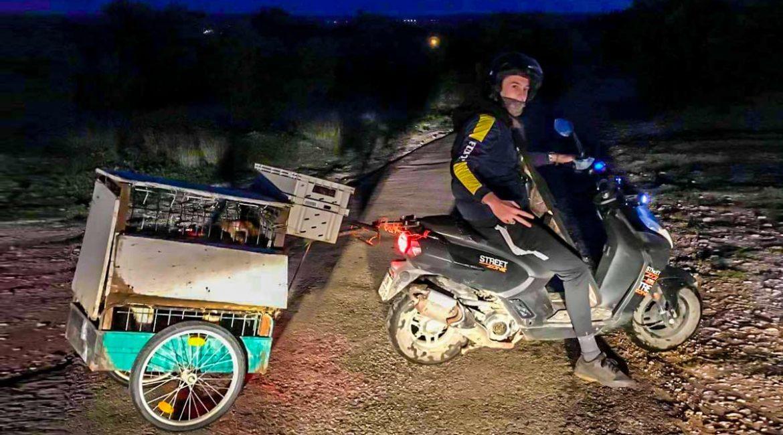El ingenio de este cazador humilde para ir a cazar en moto con sus perros no deja indiferente a nadie