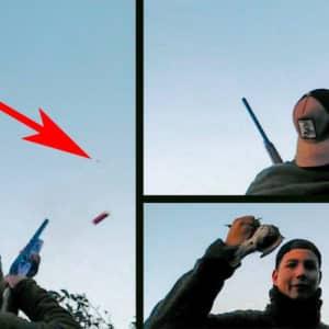 Un joven de Badajoz caza un zorzal y lo coge al vuelo con la mano