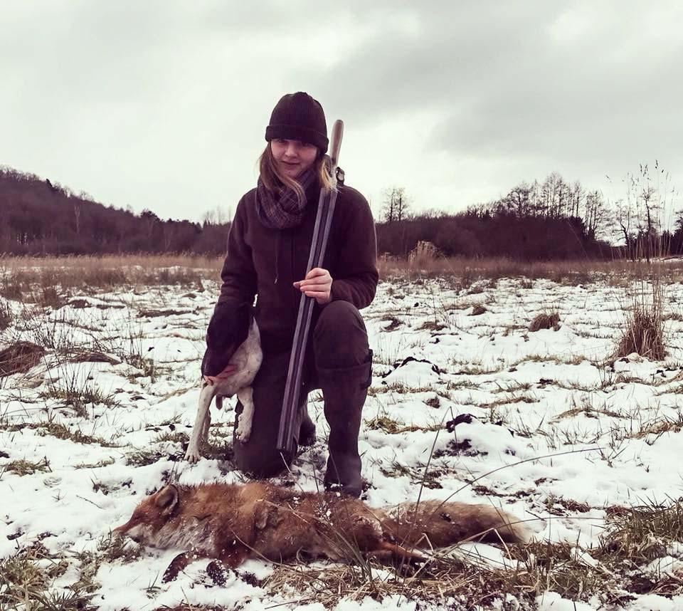 La joven con la foto del zorro que desató la oleada de odio animalista. @Facebook