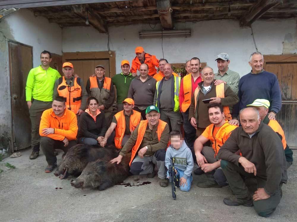 Félix, con sus compañeros de caza.